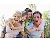 Zusammenhalt, Familie, Gemeinsam, Huckepack