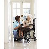 Altenpflegerin, Alter, Altersheim, Rollstuhlfahrerin