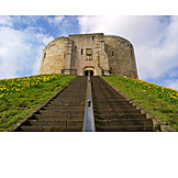 Bergfried, York castle, Clifford's tower