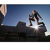 Geschäftsmann, Erfolg & Leistung, Luftsprung