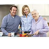 Seniorin, Kochen, Altersvorsorge