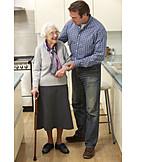 Mutter, Altersvorsorge, Sohn, Pflegebedürftig, Betreutes Wohnen