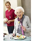 Altenpflegerin, Seniorenheim, Altenheim, Altenpflege, Pflegeheim