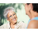 Seniorin, Besprechung & Unterhaltung, Unterhalten, Tratschen, Gespräch