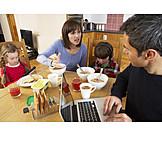 Soziales, Streit, Vernachlässigung, Familienleben, Ehestreit