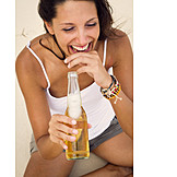 Young Woman, Enjoyment & Relaxation, Indulgence & Consumption, Beer, Beer Bottle