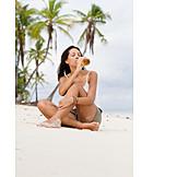 Junge Frau, Genuss & Konsum, Trinken, Bier, Urlaub
