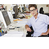 Büro & Office, Büroangestellter, Computerarbeitsplatz