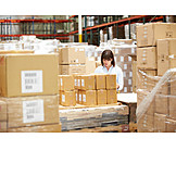 Logistik, Lagerhalle, Waren, Lageristin, Versandhandel