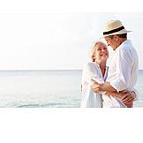 Aktiver Senior, Zuneigung, Anlehnen, Partnerschaft, Strandurlaub