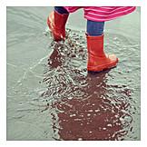 Kind, Regen, Pfütze, Gummistiefel