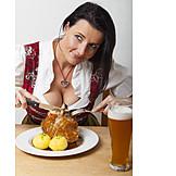 Frau, Essen & Trinken, Bayrische Küche, Schweinshaxe