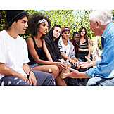 Jugendliche, Senior, Freunde, Zivilcourage