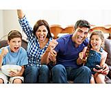 Freizeit & Entertainment, Fernsehen, Familie, Jubeln