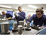 Ausbildung, Lehrling, Werkstatt, Metallverarbeitung
