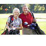 Aktiver Senior, Golfspiel, Ehepaar
