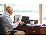 Senior, Leisure & Entertainment, Laptop