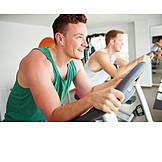 Sport & Fitness, Sportler, Fitnessstudio, Fahrradergometer