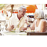 Essen & Trinken, Lokal, Seniorenpaar