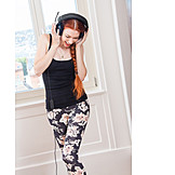Young Woman, Leisure & Entertainment, Listening To Music, Headphones