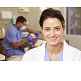 Zahnarztpraxis, Zahnärztin