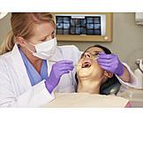 Zahnbehandlung, Zahnärztin