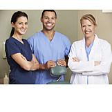 Zahnarztpraxis, Zahnärztin, Zahnarzthelfer