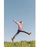 Mädchen, Springen, Lebensfreude, Freiheitsgefühl