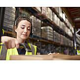 Junge Frau, Logistik, Scannen, Lageristin, Versandhandel