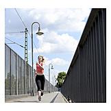 Junge Frau, Sport & Fitness, Laufen, Joggen, Joggerin