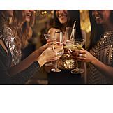 Nachtleben, Party, Feiern, Zuprosten