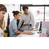 Zusammenarbeit, Büroarbeit, Kollegen, Großraumbüro