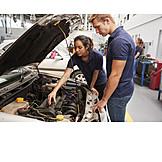 Frau, Ausbildung, Lehrling, Kfz-mechaniker