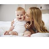Baby, Mutter, Mutterliebe, Küssen