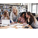 Zusammenarbeit, Schüler, Bibliothek, Lehrerin, Nachhilfe, Gruppenarbeit