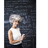 Dozentin, Wissenschaftlerin, Tafelbild