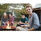 Lagerfeuer, Freunde, Gartenparty, Marshmallow