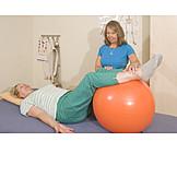 übung, Krankengymnastik, Physiotherapie, Pezziball