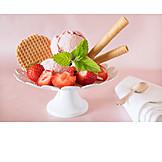 Dessert, Ice Cream Sundae, Strawberry Ice Cream