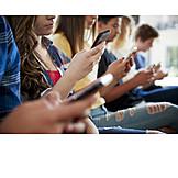 Jugendliche, Schüler, Smartphone, Unaufmerksam