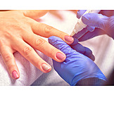Nagelpflege, Maniküre, Kosmetikerin