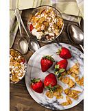 Dessert, Erdbeeren, Cornflakes