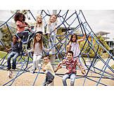Kindergruppe, Spielplatz, Klettergerüst