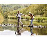 Hand Halten, Wanderung, Seniorenpaar