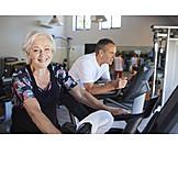 Aktiver Senior, Fitnessstudio, Spinning