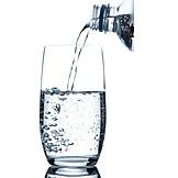 Eingießen, Mineralwasser, Trinkwasser