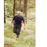 Aktiver Senior, Wald, Wandern