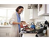 Häusliches Leben, Zubereiten, Mittagessen