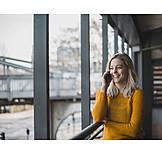 Frau, Mobile Kommunikation, Telefonieren