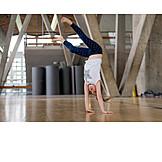Mädchen, Gymnastik, Handstand